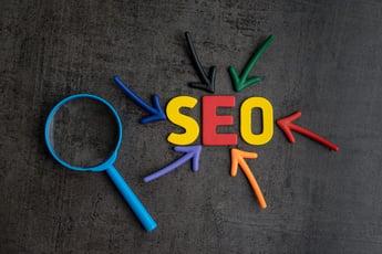 リスティング広告とSEOの違いとは?その概要と使い分けのポイント